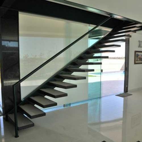 Escaleras a medida acero y vidrio zona oeste zona norte for Como construir una escalera de hierro y madera